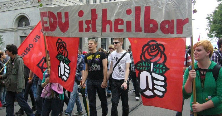 "<p>Symbolbild: JUSO Schweiz via <a href=""https://commons.wikimedia.org/wiki/File:Europride_2009-Juso_Prostest_EDU.jpg"">Wikimedia Commons</a> [<a href=""https://creativecommons.org/licenses/by/2.0/deed.en"">CC BY 2.0</a>]</p>"
