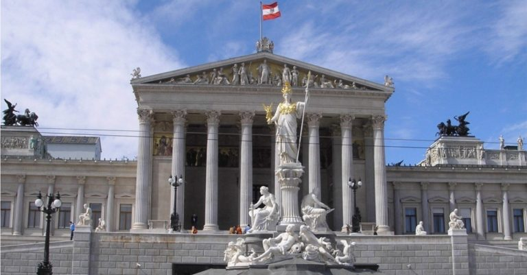 "<p>Symbolbild (Parlament in Wien): User &#8218;Gryffindor&#8216; via <a href=""https://commons.wikimedia.org/wiki/File:Austria_Parlament_Front-Ausschnitt.jpg"">Wikimedia Commons</a> [<a href=""https://creativecommons.org/licenses/by-sa/3.0/deed.en"">CC BY-SA 3.0</a>]</p>"