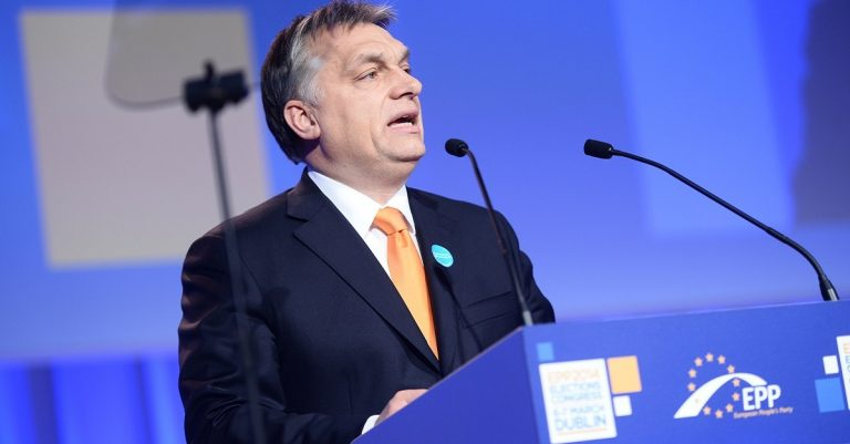 "<p>Bild (Viktor Orbán 2014): European People&#8217;s Party via <a href=""https://www.flickr.com/photos/eppofficial/13582196114"">Flickr</a> [<a href=""https://creativecommons.org/licenses/by/2.0/"">CC BY 2.0</a>]</p>"