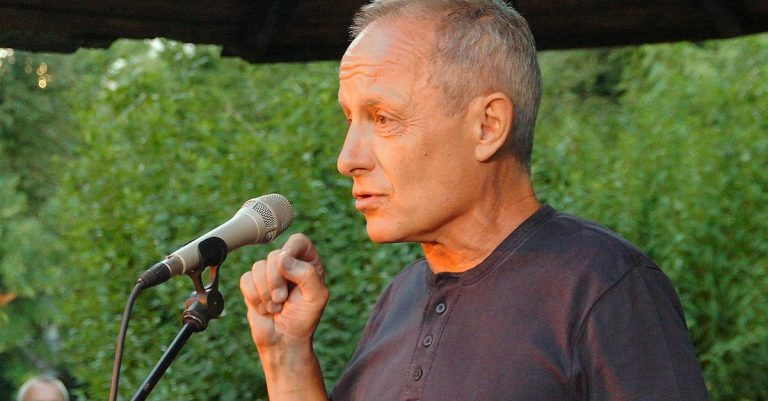 """<p>Bild (Peter Pilz 2013): Wolfgang H. Wögerer, Wien via <a href=""""https://commons.wikimedia.org/wiki/File:Vienna_2013-07-31_Stadtpark_396_Peter_Pilz.jpg"""">Wikimedia Commons</a> [<a href=""""https://creativecommons.org/licenses/by-sa/3.0/deed.en"""">CC BY-SA 3.0</a>]</p>"""