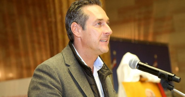 "<p>Bild (H.C.Strache 2013): Franz Johann Morgenbesser via <a href=""https://www.flickr.com/photos/vipevents/10432931606"">Flickr</a> [<a href=""https://creativecommons.org/licenses/by-sa/2.0/"">CC BY-SA 2.0</a>]</p>"