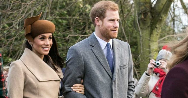 """<p>Das Brautpaar am Weihnachtstag 2017. Bild: Mark Jones via <a href=""""https://commons.wikimedia.org/wiki/File:Prince_Harry_and_Meghan_Markle_on_Christmas_Day_2017.jpg"""">Wikimedia Commons</a> (cropped &#038; resized to fit) [<a href=""""https://creativecommons.org/licenses/by/2.0/deed.en"""">CC BY 2.0</a>]</p>"""