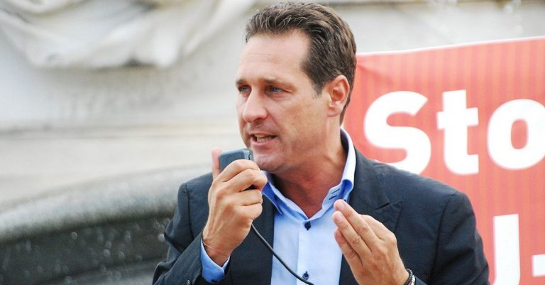 "<p>Foto Heinz-Christian Strache: By GuentherZ [<a href=""https://creativecommons.org/licenses/by/3.0"">CC BY 3.0</a>], <a href=""https://commons.wikimedia.org/wiki/File:GuentherZ_2012-07-03_0155_Wien01_Parlament_Hans-Christian_Strache.jpg"">from Wikimedia Commons</a> [Bild zugeschnitten]</p>"