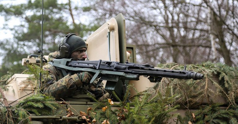"<p>Symbolbild Bundeswehr: By U.S. Army photo by Spc. Danielle Carver [Public domain], <a href=""https://commons.wikimedia.org/wiki/File:3261778_A_German_soldier_of_8th_Reconnaissance_Battalion,_12th_Armored_Brigade_during_Exercise_Allied_Spirit_VI.jpg"">via Wikimedia Commons</a> [Bild zugeschnitten]</p>"