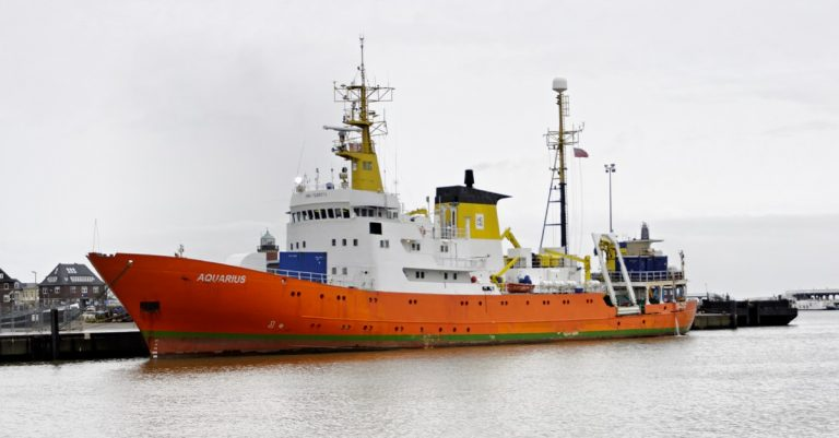 "<p>Symbolbild (Aquarius 2012): Ra Boe / Wikipedia via <a href=""https://commons.wikimedia.org/wiki/File:Aquarius_(alt_Meerkatze)_(Ship)_02_by-RaBoe_2012.jpg"">Wikimedia Commons</a> [<a href=""https://creativecommons.org/licenses/by-sa/3.0/de/legalcode"">CC BY-SA 3.0</a>] (Bild zugeschnitten)</p>"