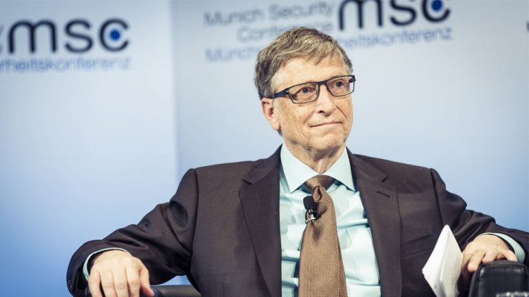 "<p>Symbolbild: Bill Gates / Foto von Kuhlmann /MSC [<a href=""https://creativecommons.org/licenses/by/3.0/de/deed.en"">CC BY 3.0 de</a>], <a href=""https://commons.wikimedia.org/wiki/File:Bill_Gates_MSC_2017.jpg"">via Wikimedia Commons</a></p>"