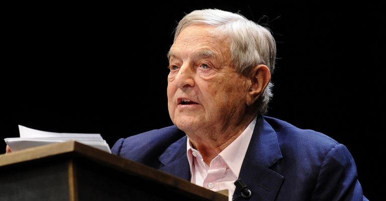 "<p>By Niccolò Caranti [<a href=""https://creativecommons.org/licenses/by-sa/3.0"">CC BY-SA 3.0 </a>], <a href=""https://commons.wikimedia.org/wiki/File:George_Soros_-_Festival_Economia_2012_02.JPG"">from Wikimedia Commons</a> [Bild zugeschnitten]</p>"