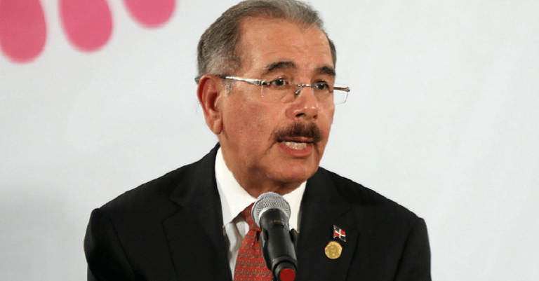 "<p>Bild (Danilo Medina 2016): ANDES/Micaela Ayala V./ANDES via <a href=""https://commons.wikimedia.org/wiki/File:Danilo_Medina_at_the_CELAC_summit_(24362756450).jpg"">Wikimedia Commons</a> [<a href=""https://creativecommons.org/licenses/by-sa/2.0/deed.en"">CC BY-SA 2.0</a>] (Bildausschnitt)</p>"
