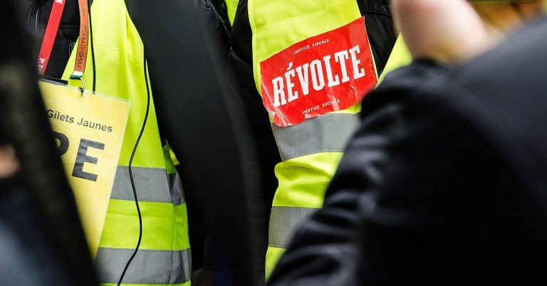 """<p>Bild: 13 Akt der Gelbwesten-Proteste in Frankreich / kriss_toff [<a href=""""https://creativecommons.org/licenses/by/2.0"""">CC BY 2.0</a>], <a href=""""https://commons.wikimedia.org/wiki/File:Yellow_Vests_-_Act_13.jpg"""">via Wikimedia Commons</a> (Bild zugeschnitten)</p>"""