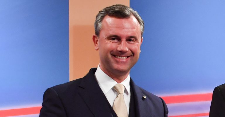 "<p>Bild: FPÖ-Klubobmann Norbert Hofer / Ailura, CC BY-SA 3.0 AT [<a href=""https://creativecommons.org/licenses/by-sa/3.0/at/deed.en"">CC BY-SA 3.0 at</a>], <a href=""https://commons.wikimedia.org/wiki/File:20161204_Bundespr%C3%A4sidentenwahl_5012.jpg"">via Wikimedia Commons</a> (Bild zugeschnitten)</p>"