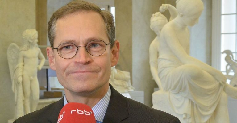 """<p>Bild (Michael Müller, SPD): <a href=""""https://commons.wikimedia.org/wiki/File:Michael_M%C3%BCller_(2014).jpg"""" title=""""via Wikimedia Commons"""">StagiaireMGIMO</a> / <a href=""""https://creativecommons.org/licenses/by-sa/4.0"""">CC BY-SA</a> (Bild zugeschnitten)</p>"""
