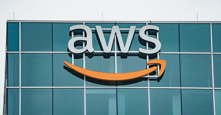 "<p>Bild: Das Büro des Amazon Web Service in Houston, Texas / Bild: <a href=""https://commons.wikimedia.org/wiki/File:AWS_-_Amazon_Web_Services_Office_in_Houston,_Texas_(46600198075).jpg"">Tony Webster from Minneapolis, Minnesota, United States</a>, <a href=""https://creativecommons.org/licenses/by/2.0"">CC BY 2.0</a>, via Wikimedia Commons (Bild zugeschnitten)</p>"